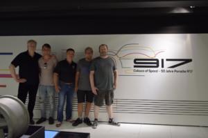 Gruppenbild03 300x200 - Besuch zur Museums-Sonderausstellung Porsche 917